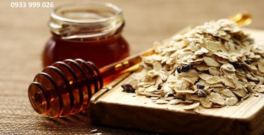 Mật ong nguyên chất và bột yến mạch có tác dụng rất tốt cho làn da